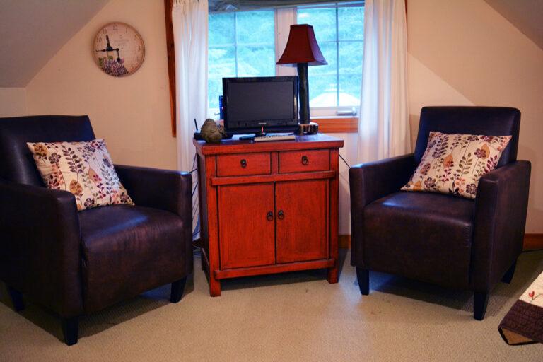 Sitting area in queen bedroom