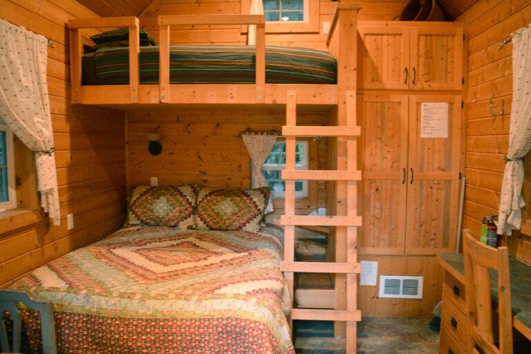 Sky Cabin, Snow Cabin queen bed