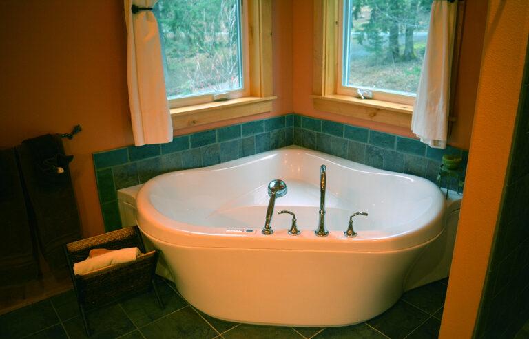 Jetted tub - master bathroom