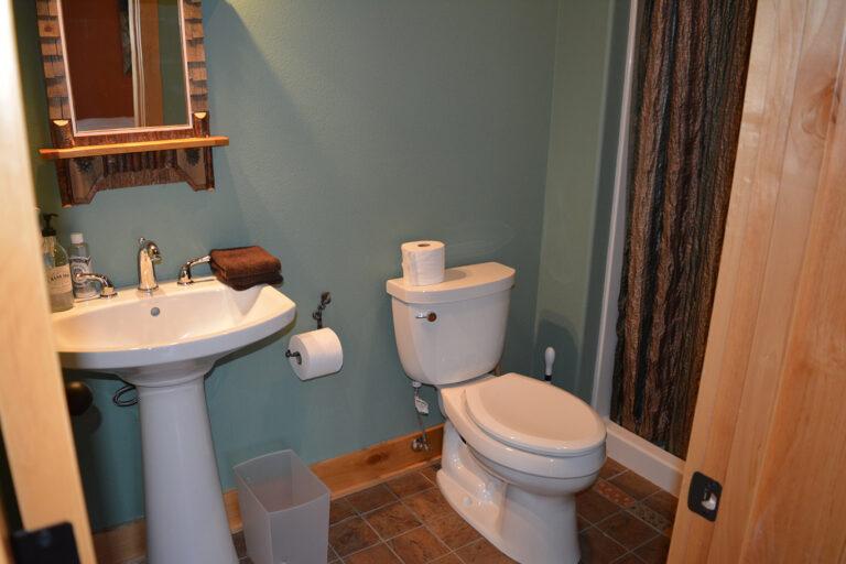 Bathroom of 2 king berdroom #3